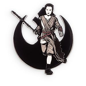 Läs mer om Star Wars: The Force Awakens Rey pin i begränsad upplaga